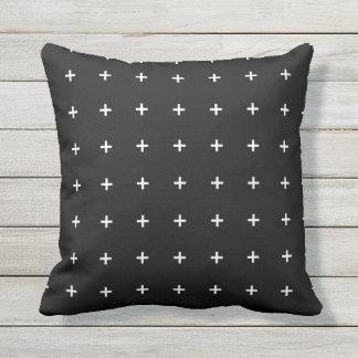 白黒屋外の枕-十字パターン クッション