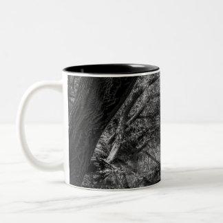 白黒川の自然の写真撮影のマグ ツートーンマグカップ