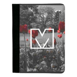白黒庭の写真撮影の赤いバラ パッドフォリオ