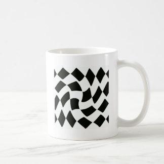 白黒歪められたチェッカーボード コーヒーマグカップ