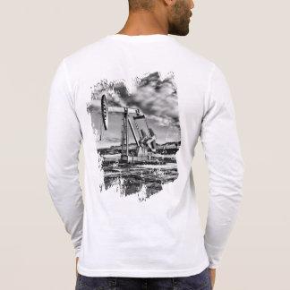 白黒油のポンピングユニット Tシャツ
