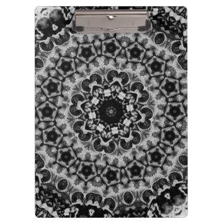 白黒目まぐるしく幾何学的な曼荼羅 クリップボード