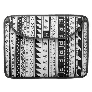 白黒種族パターン MacBook PROスリーブ