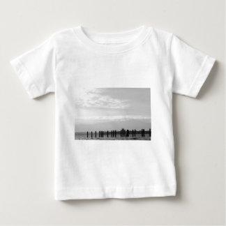 白黒空のポスト ベビーTシャツ