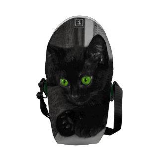 白黒緑色の目のかわいい黒猫 メッセンジャーバッグ
