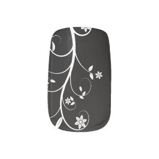 白黒花のカバー ネイルアート