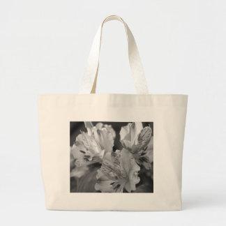 白黒花のバッグ ラージトートバッグ