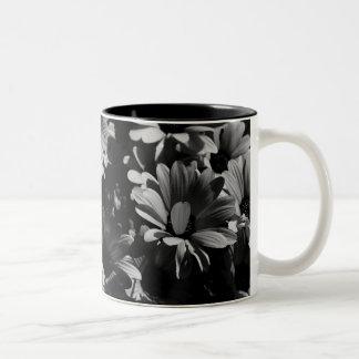 白黒花のマグ ツートーンマグカップ