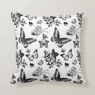 白黒蝶デザインの枕 クッション