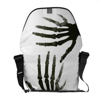 白黒6つの指の骨組X線の骨 メッセンジャーバッグ