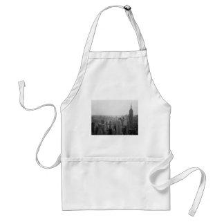 白黒NYCのスカイラインの都市景観 スタンダードエプロン