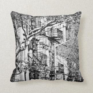 白黒NYCのBrownstoneの枕 クッション