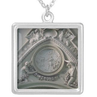 皇帝コンスタンチーヌを描写する円形浮彫り シルバープレートネックレス