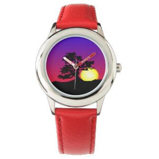 盆栽のシルエットの日没の子供の腕時計 腕時計