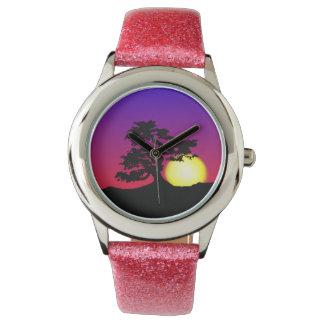 盆栽のシルエットの日没の腕時計 腕時計