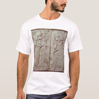 監視保有物を描写するレリーフ、浮き彫り Tシャツ