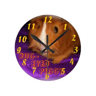目が飛び出た豚のようなモルモットの時計 ラウンド壁時計