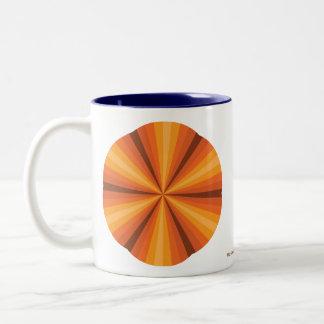 目の錯覚のオレンジのマグ ツートーンマグカップ