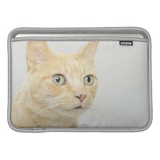 目を持つ猫は広く開きます MacBook スリーブ