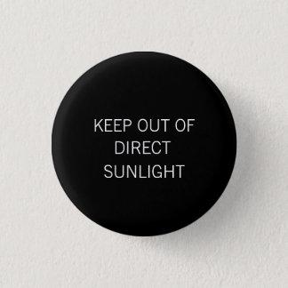 """""""直接日光から""""の小さいボタン保って下さい 缶バッジ"""