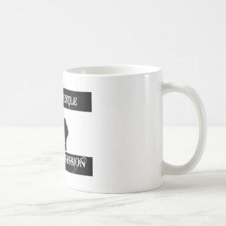 相撲の格闘と取りつかれている コーヒーマグカップ