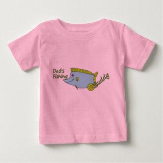 相棒のかわいいワイシャツを採取している24人のmosのサイズのパパ ベビーTシャツ