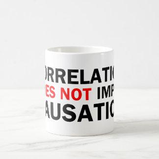 相関関係は原因を意味しません コーヒーマグカップ