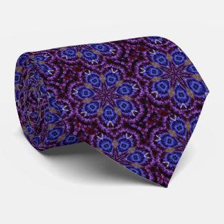 真夜中のモザイク紫色および青のタイ タイ