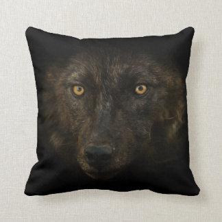 真夜中の熟視-黒いオオカミの野生動物の野性生物 クッション