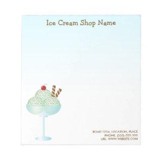 真新しいアイスクリームのサンデーのアイスクリーム店ビジネス ノートパッド