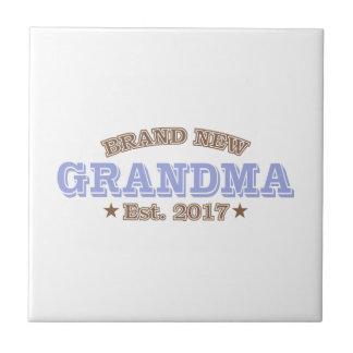真新しい祖母米国東部標準時刻。 2017年(紫色) タイル