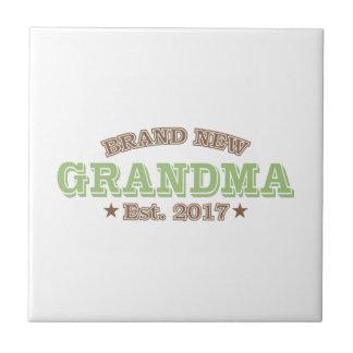 真新しい祖母米国東部標準時刻。 2017年(緑) タイル