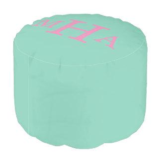 真新しい緑およびピンクのモノグラムのPouf プーフ