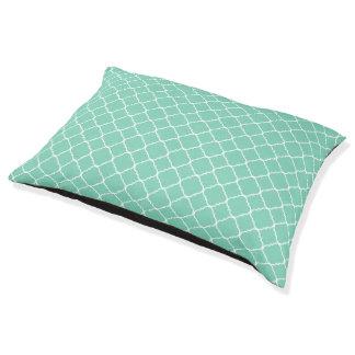 真新しい緑および白いクローバー ペットベッド