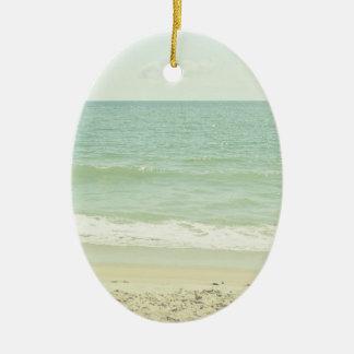 真新しい緑のパステル調のビーチの写真撮影 セラミックオーナメント