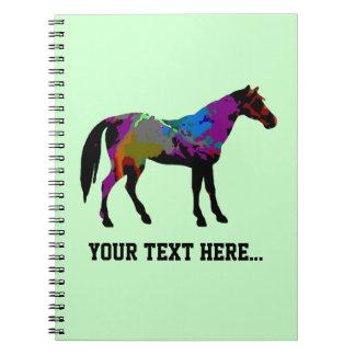 真新しい緑の名前入りな競走馬のデザイン ノートブック