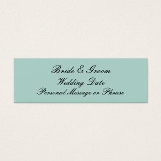 真新しい緑の名前入りな結婚式の引き出物のラベルのテンプレート スキニー名刺