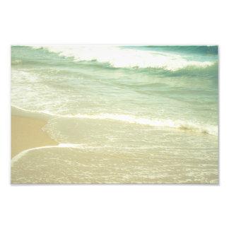 真新しい緑の海のパステル調のビーチの写真撮影 フォトプリント