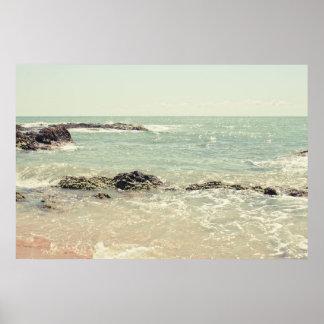 真新しい緑の海のパステル調のビーチの写真撮影 ポスター
