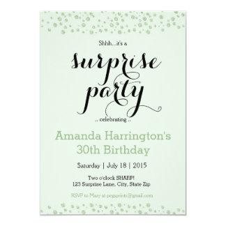 真新しい緑の驚きのパーティの招待状-大人 カード
