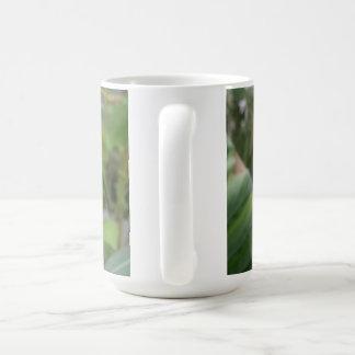 真新しい花のクラシックで白いマグ コーヒーマグカップ