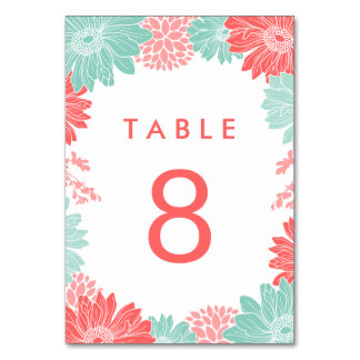真新しく、珊瑚のモダンな花の結婚式のテーブル数 カード