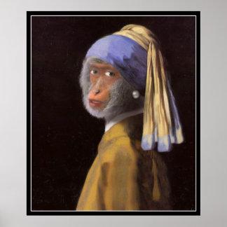 真珠のイヤリングを持つチンパンジー ポスター