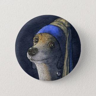 真珠のイヤリングを持つ犬 5.7CM 丸型バッジ