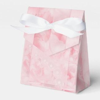 真珠のピンクのバラの結婚式