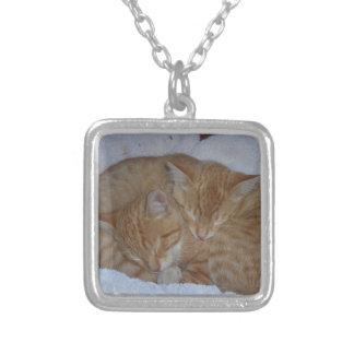 眠い子ネコ シルバープレートネックレス