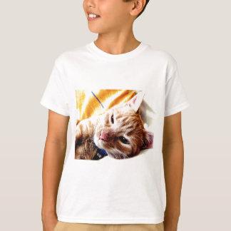 眠い子ネコ Tシャツ