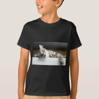 眠い子猫 Tシャツ