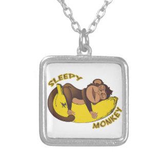 眠い猿 シルバープレートネックレス