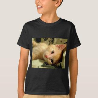 眠い男の子I Tシャツ
